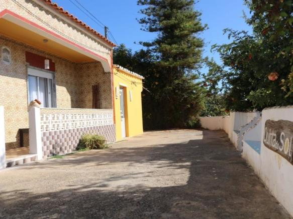 3 bedroom villa with land and pool, 5 Km from Tavira