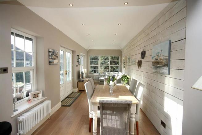 Garden Lounge/ Dining Room