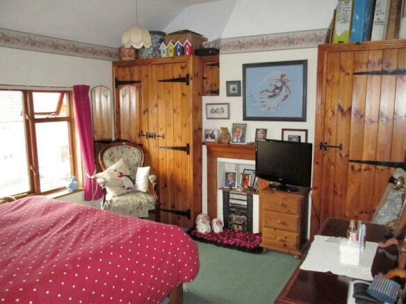 Bedroom 1 ward...