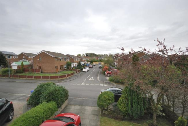 17 Springclough Drive View to Front.JPG