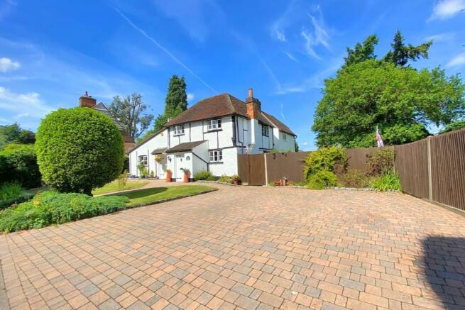 Lynwood Cottage Front Image.jpg