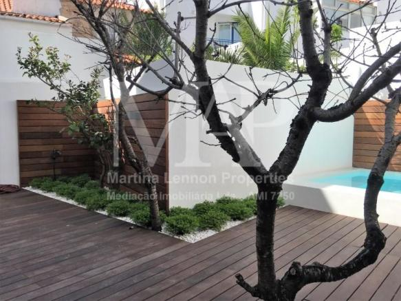 3-bedroom apartment with garden and swimming pool in the historic center of Cascais