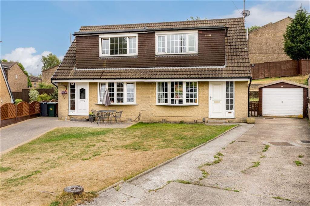 3 bedroom semi-detached house  Rosehill Crescent, Low Moor