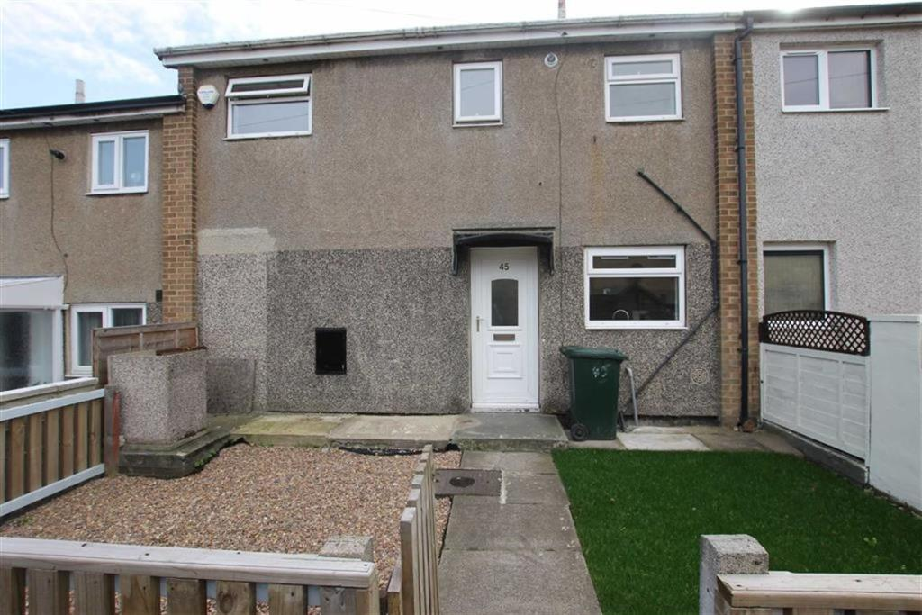3 bedroom terraced house  Clay Hill Drive, Wyke