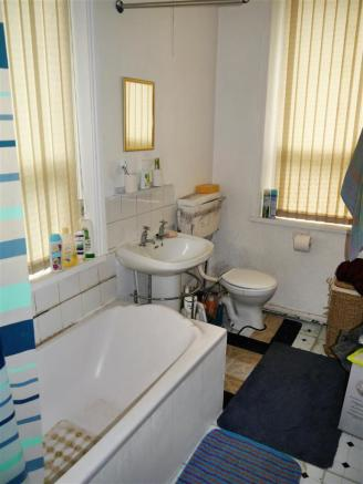 Flat 1 bathroom