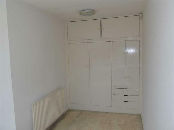 BEDROOM 2 ('L' SHAPED)