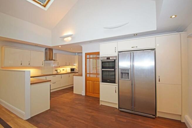 4 Chester House, living kitchen b.jpg
