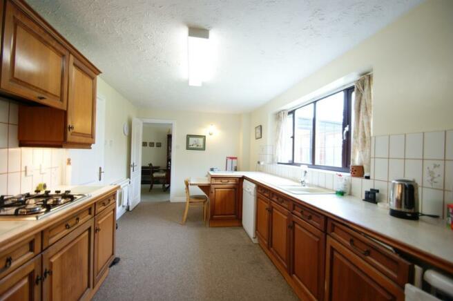 6 Bagehott Close - kitchen 1.jpg