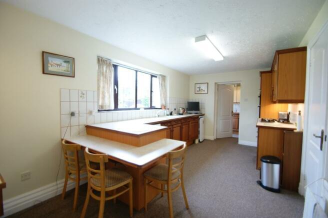 6 Bagehott Close - kitchen.jpg
