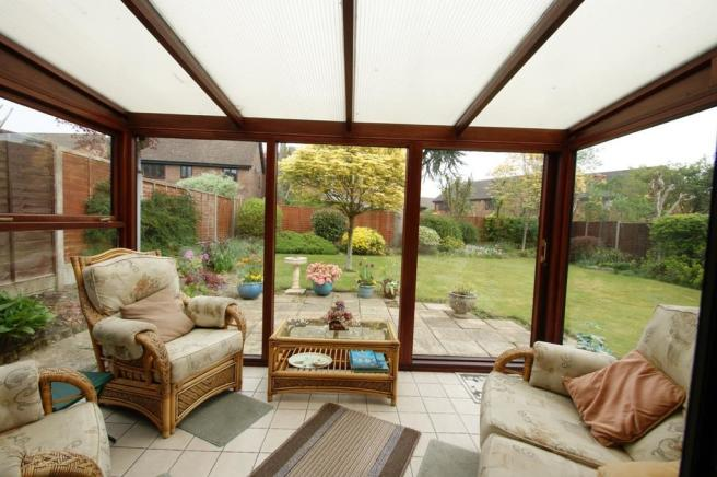 6 Bagehott Close - conservatory.jpg