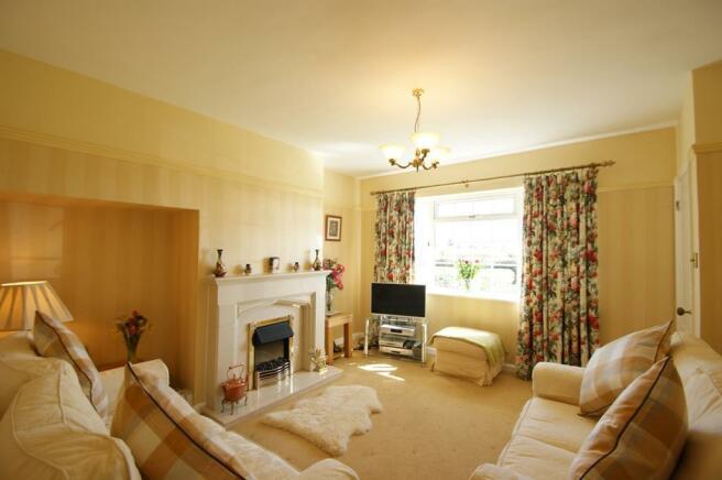 Garden Cottage - lounge 1.jpg