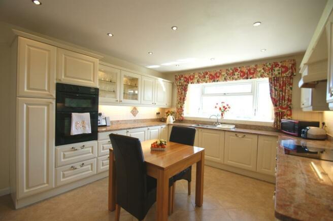 Garden Cottage - kitchen 2.jpg