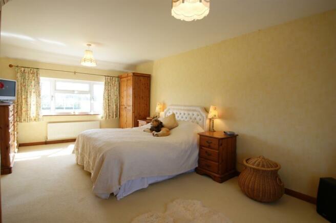 Garden Cottage - bed 1.jpg