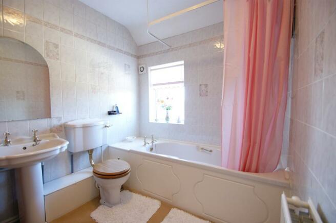 Garden Cottage - bathroom.jpg