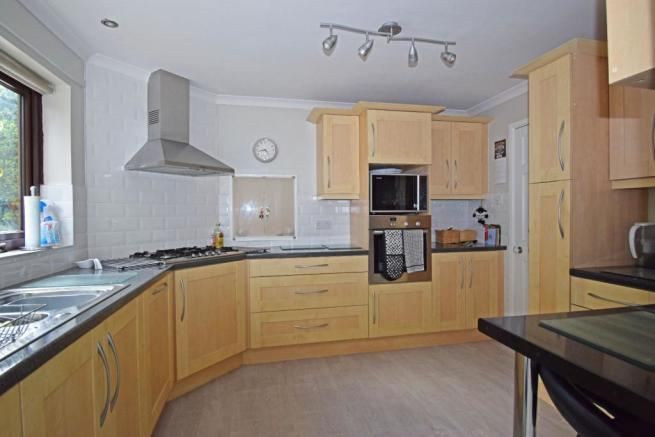 47B Hanbury Road, kitchen 1.jpg