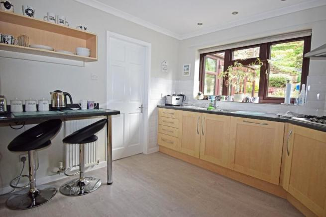 47B Hanbury Road, kitchen 2.jpg