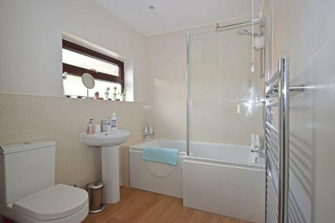 47B Hanbury Road, bathroom.jpg