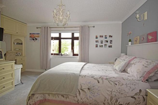 47B Hanbury Road, bed 1b.jpg