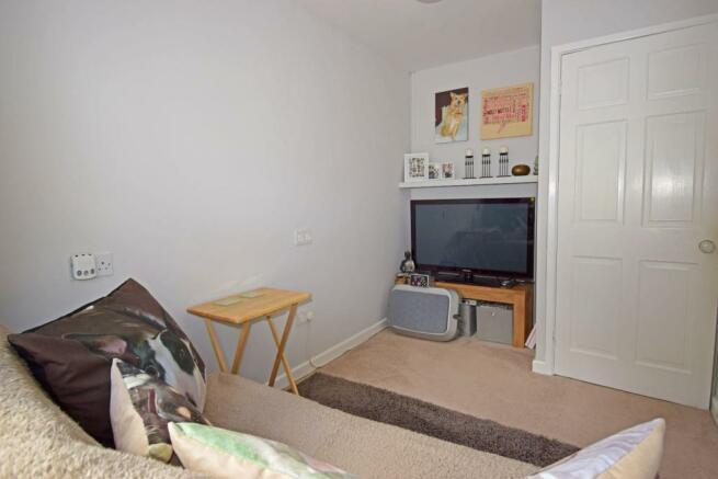 47B Hanbury Road, bed 4.jpg