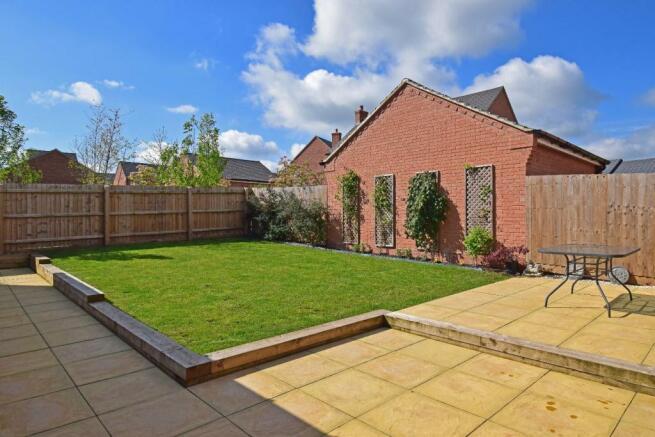 4 Dovey Close, garden.jpg