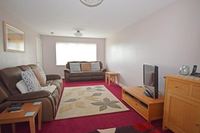 4 Dovey Close, lounge 1.jpg