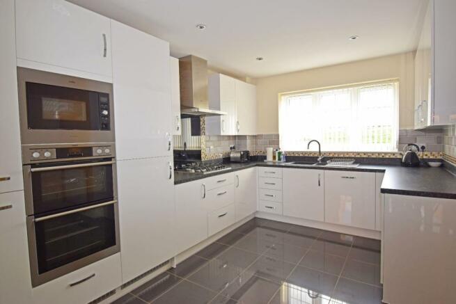 4 Dovey Close, kitchen.jpg