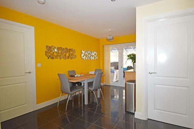 4 Dovey Close, kitchen dining 1.jpg