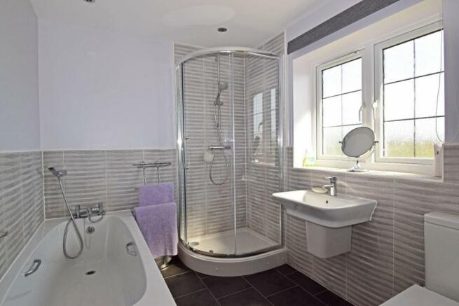 4 Dovey Close, bathroom.jpg