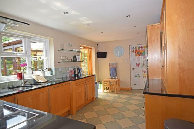 1a Shirley Road, kitchen 3.jpg