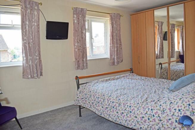 61 De Wyche Road, bed 1.jpg