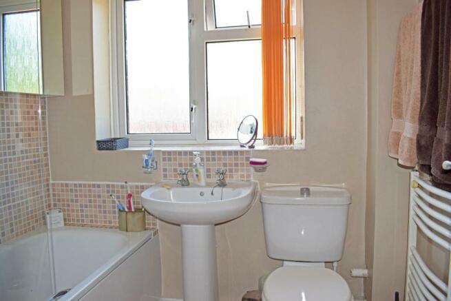 61 De Wyche Road, bathroom.jpg