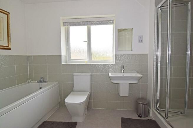 5 Dovey Close, bathroom.jpg