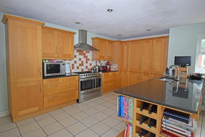 89 Worcester Road, kitchen.jpg