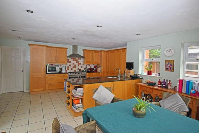 89 Worcester Road, kitchen from family.jpg