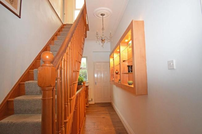 89 Worcester Road, hall inner 1.jpg