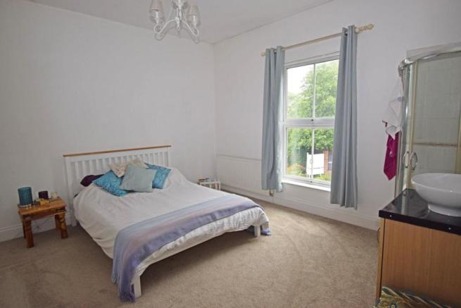89 Worcester Road, bed 3.jpg