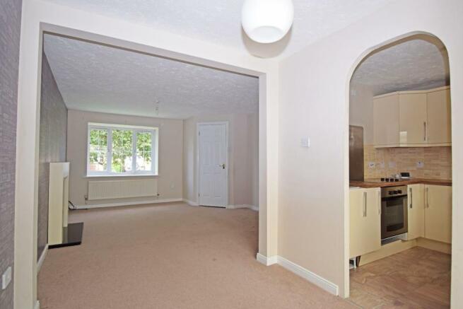 61 Showell Green, lounge 4.jpg