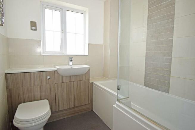 61 Showell Green, bathroom.jpg