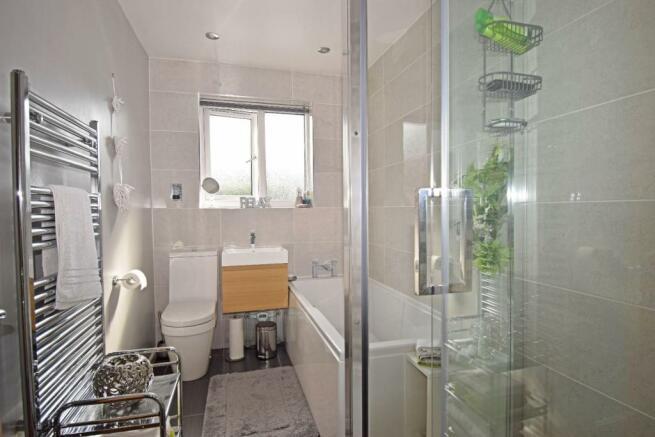 5 St Richards Close, bathroom.jpg