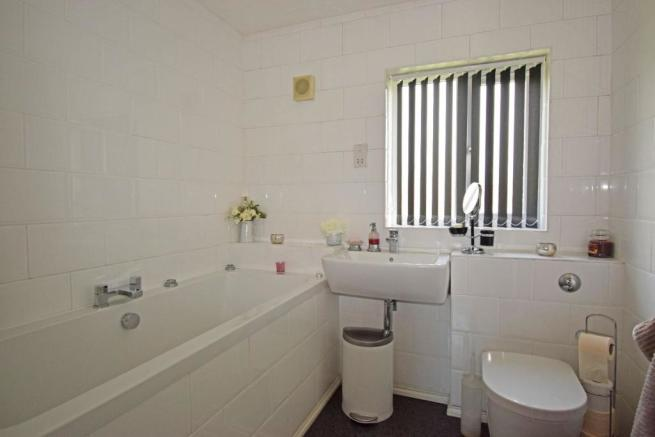 62 Sandles Road, bathroom.jpg