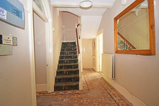 18 Ombersley Rd W, House hall inner.jpg