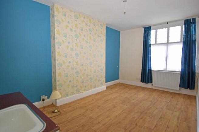 18 Ombersley Rd W, House bed 2.jpg