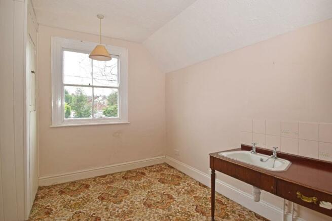 18 Ombersley Rd W, House bed 5.jpg