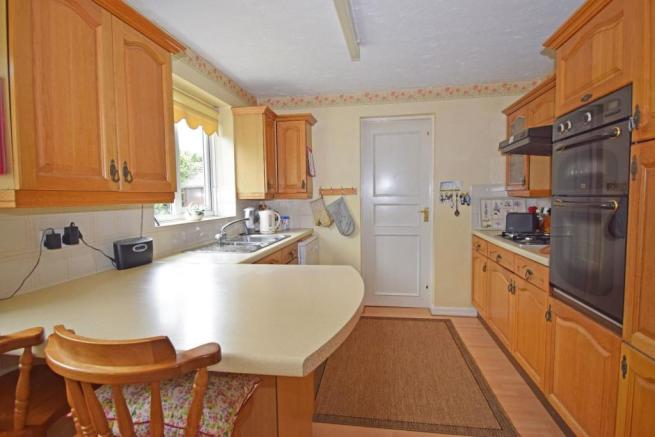 1 Maytree Hill, kitchen a.jpg