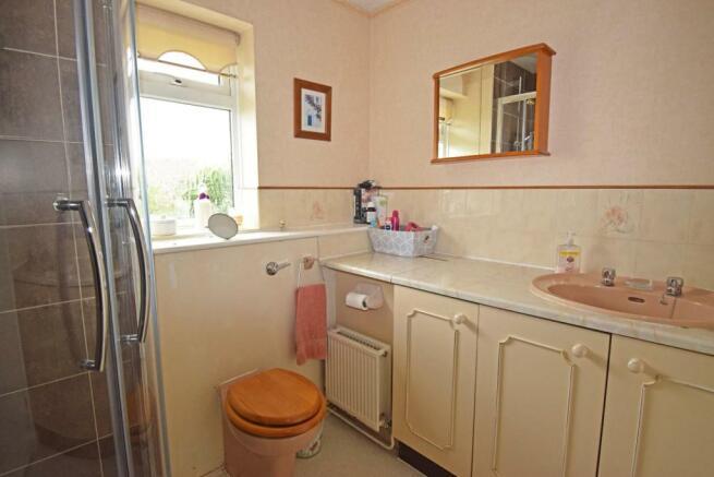 1 Maytree Hill, bathroom.jpg