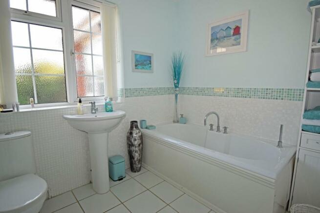 Little Rowe, bathroom.jpg