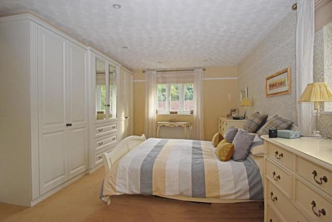 46 Nuffield Drive, bed 1.jpg
