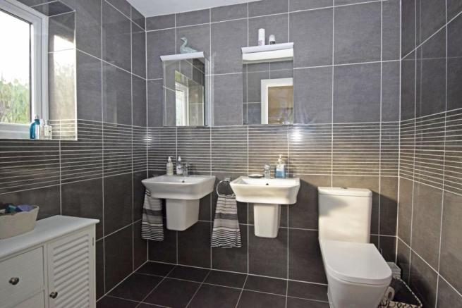 46 Nuffield Drive, bed 1 ensuite.jpg