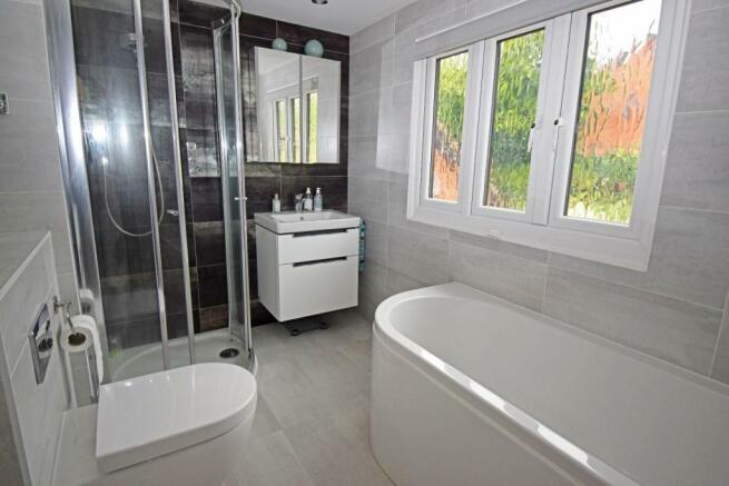 46 Nuffield Drive, bathroom.jpg