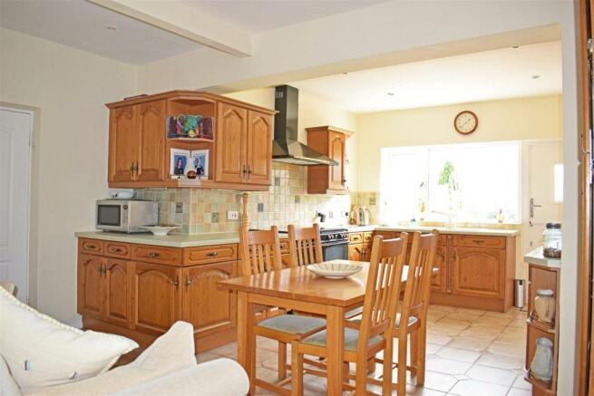 Crantock, kitchen 1.jpg